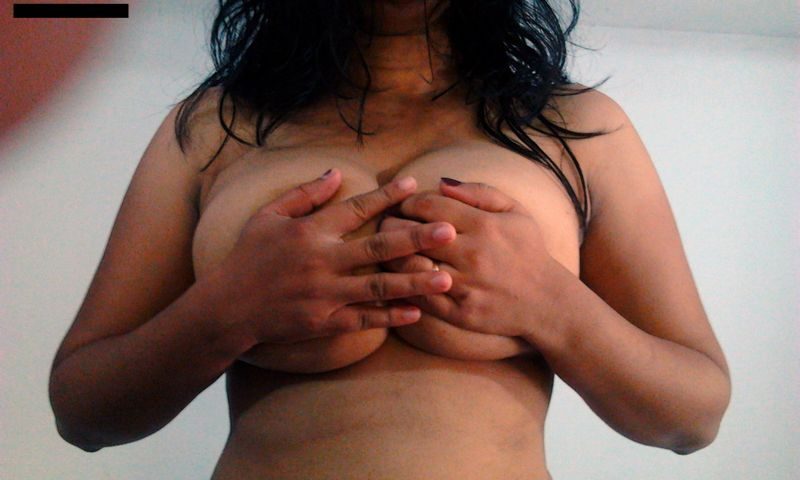 big boobs escorts in Delhi