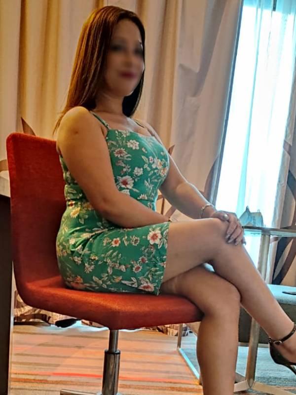 housewife escorts delhi