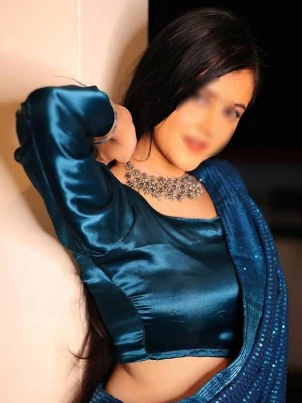 Housewife Escorts Name: Nandini Size: 36/28/34 Rate: 10000 to 15000 per shot