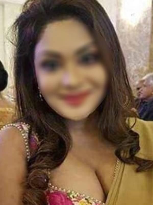 Housewife Escorts in Delhi Hotel
